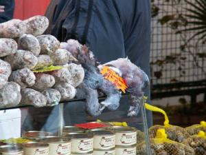 Lecker Tauben - Marktstand in Anglet