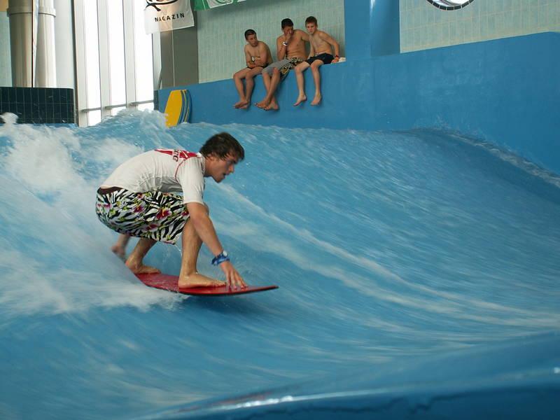 Wellen generierungssystem schafft ideale Voraussetzungen zum surfen