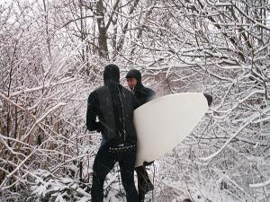 Surfen bei Schneefall, das rockt!
