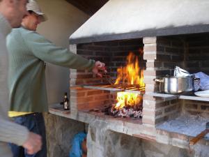 BBQ mit local Würstchen, wir haben sie Napalm-Würstchen getauft