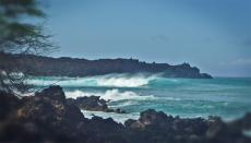 Seltener Surfspot in Mauis Lavafeldern erwacht zum Leben