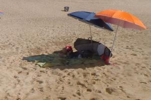 vorbildlich, in Daytravel Boardbag und im Schatten, besser geht's nicht